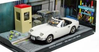 1:43 Toyota 2000GT - You only live twice - Universal Hobbies