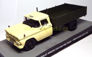 1:43 Chevrolet Apache C30 - From Russia with love, bez papírového přebalu - Universal Hobbies