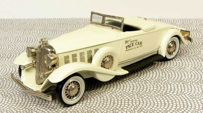 1:43 Chrysler Imperial 1933 INDY Pace Car  - Western