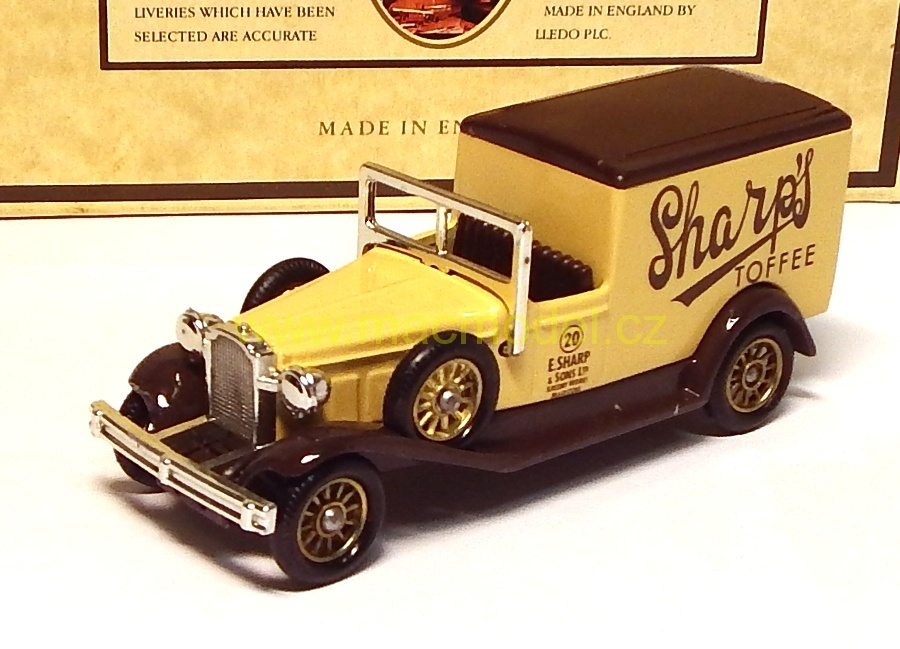 1:59 Packard 1933 town van Sharp´s Toffee - Lledo