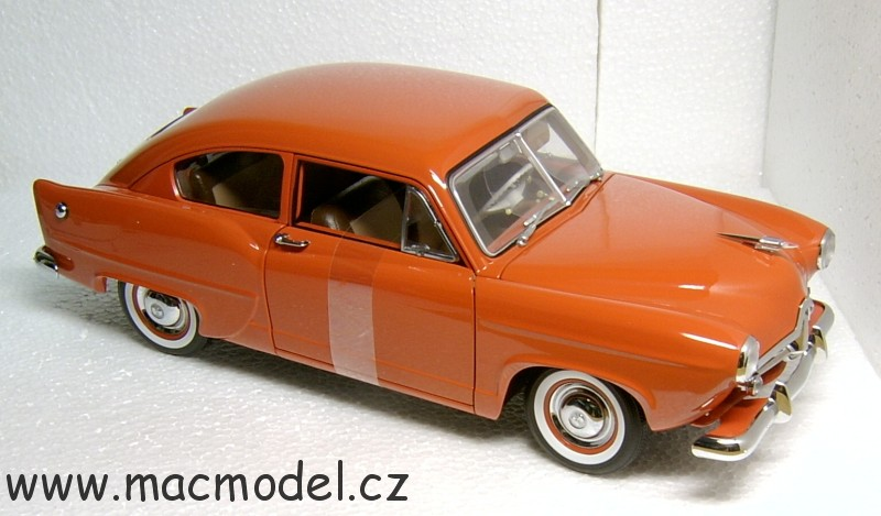 "1:18 Kaiser Henry J 1951 coupé ""Indian ceramic"" hnědočervený - SunStar"